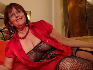 Watch SwissMature Live On Cam