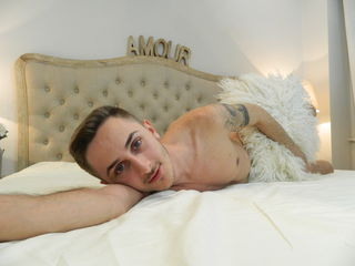 Voir le liveshow de  Cutehardguy de Livejasmin - 23 ans - Hello guys and girls!!! I am a college crazy guy, who wants new friends and fun too!Just don ...