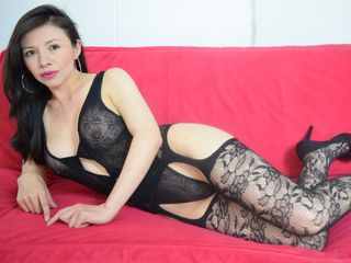 Voir le liveshow de  Sexiashley8 de Livejasmin - 40 ans - I am a sexy,  horny latin milf waiting for You to spend an unforgettable time together   ;O