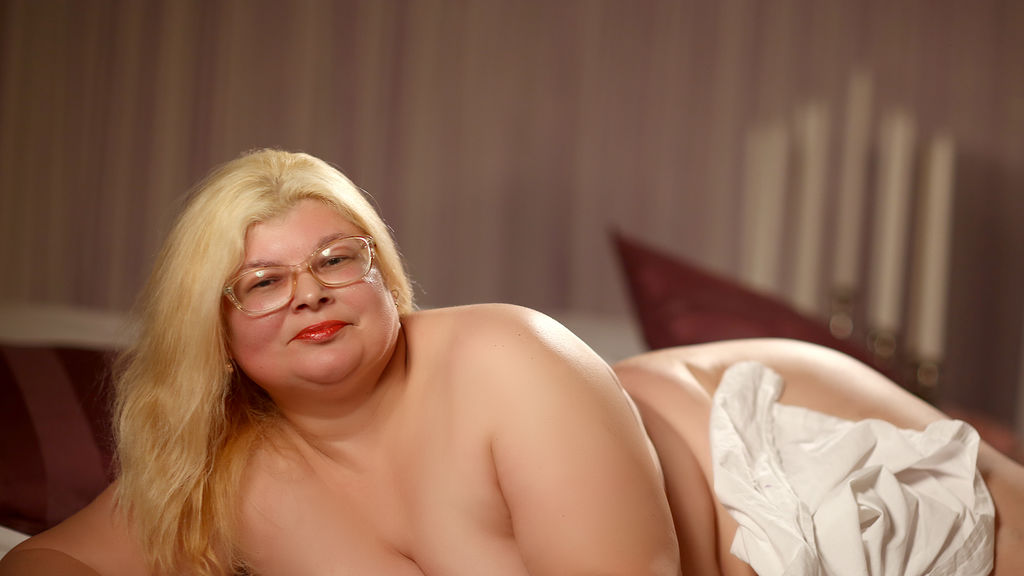 Watch the sexy SweetMommaX from LiveJasmin at GirlsOfJasmin