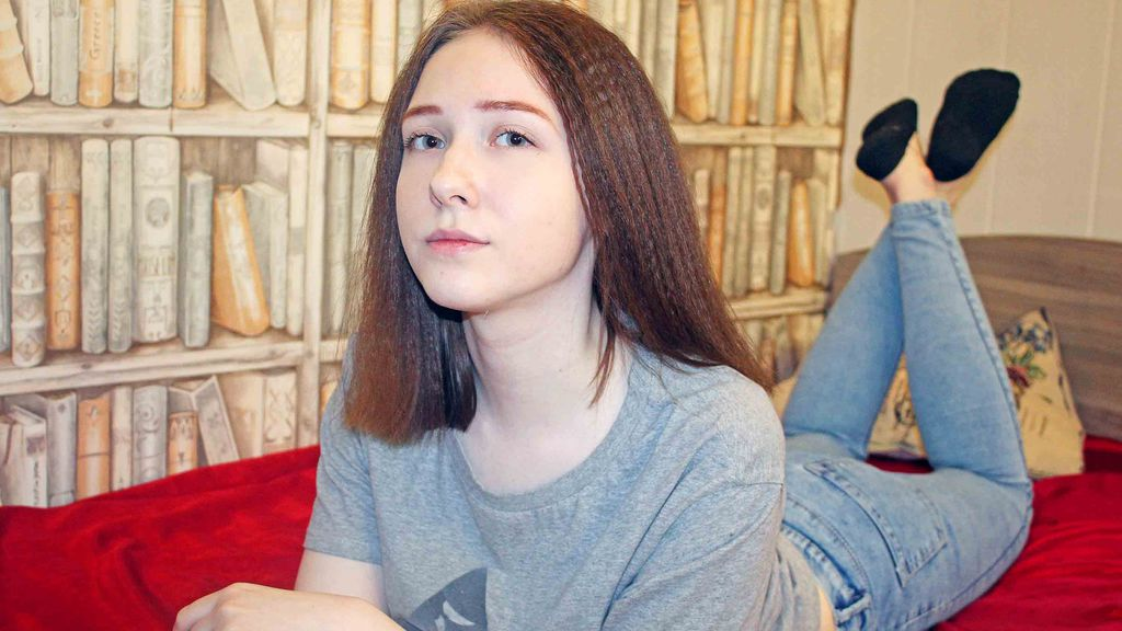 CarolineRed online at GirlsOfJasmin